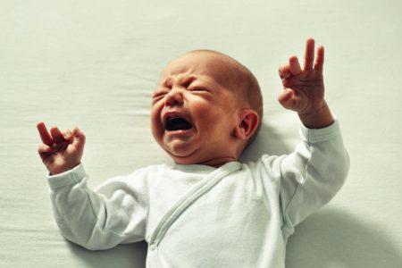 coliche neonato come riconoscerle e cosa fare
